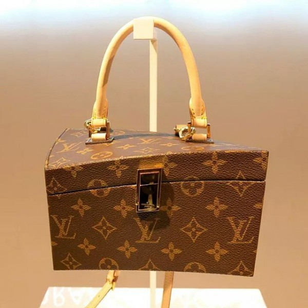 Louis vuitton celebrates 160 years of the lv monogram with the iconoclasts posh point - Frank gehry louis vuitton ...